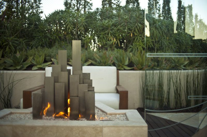 This beautiful outdoor space was completed by Zeterre Landscape Architecture. #luxeSanFran