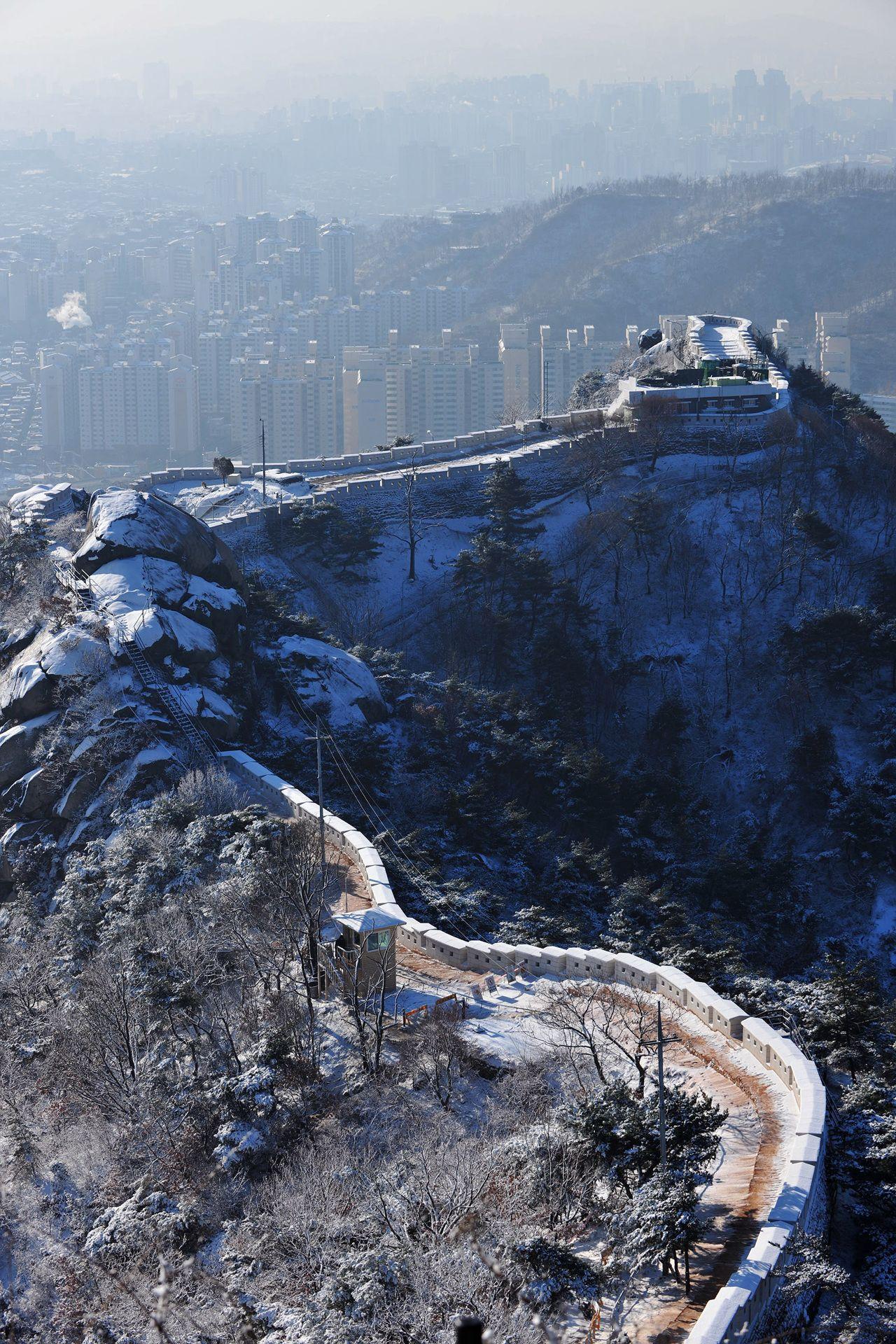 Seoul City Wall at Mt. Inwangsan ridge, Hongje-Dong, Seoul, Korea