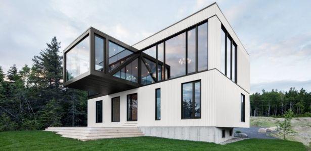 Architecture simple et épurée pour chalet moderne au Canada ...