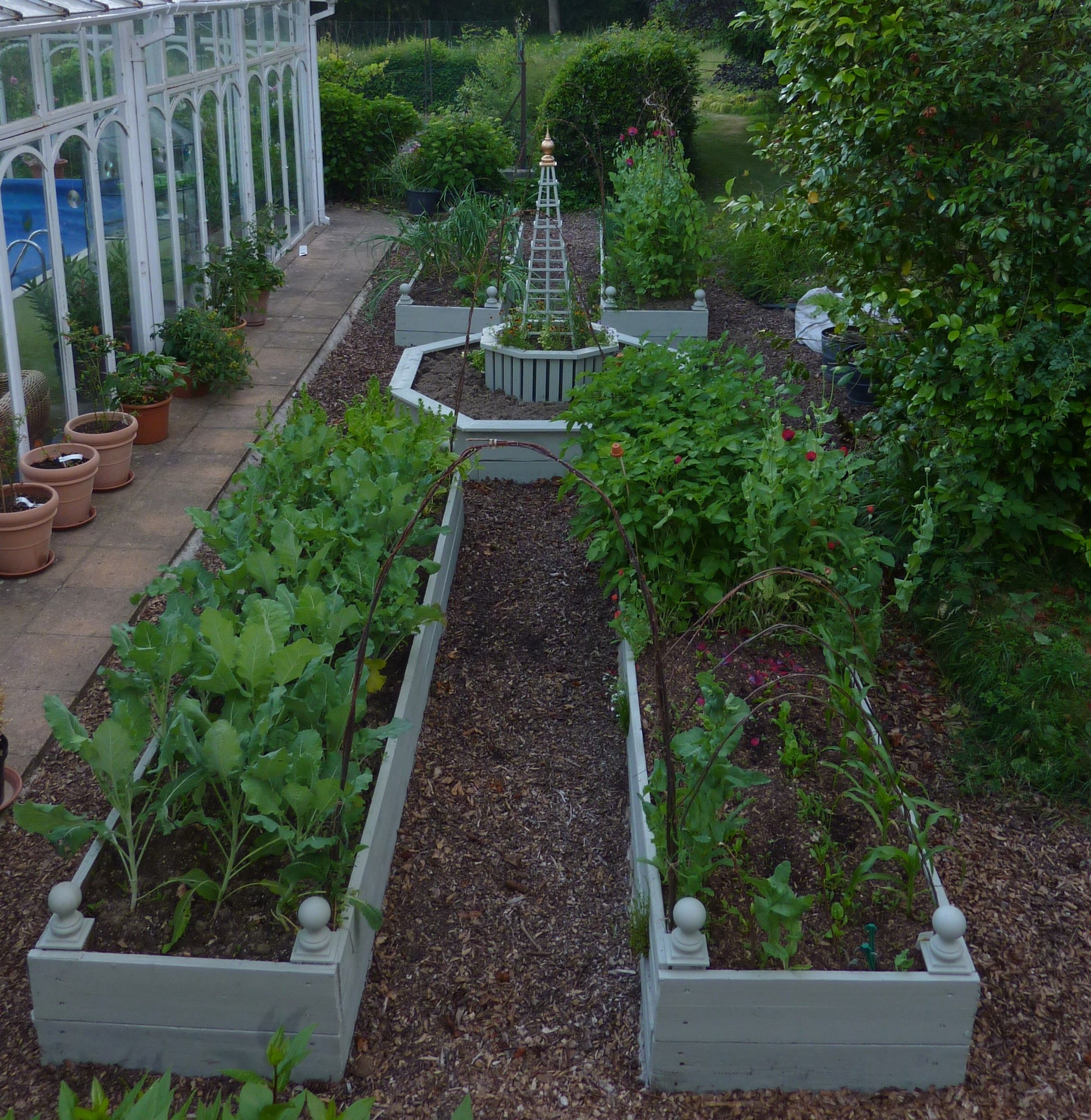 Small Raised Garden: Chris Hughes - Project One