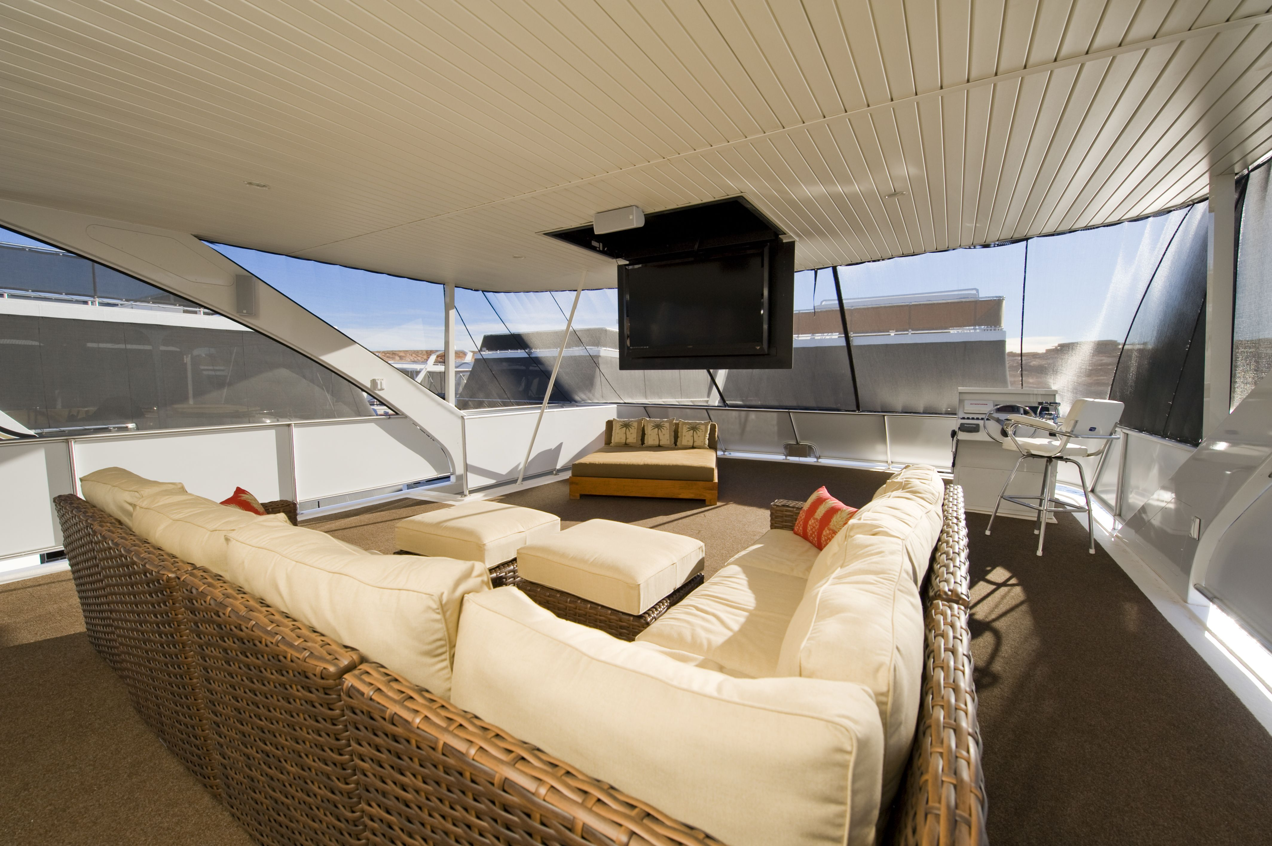 Bravada Yachts GT2275 2nd level entertainment