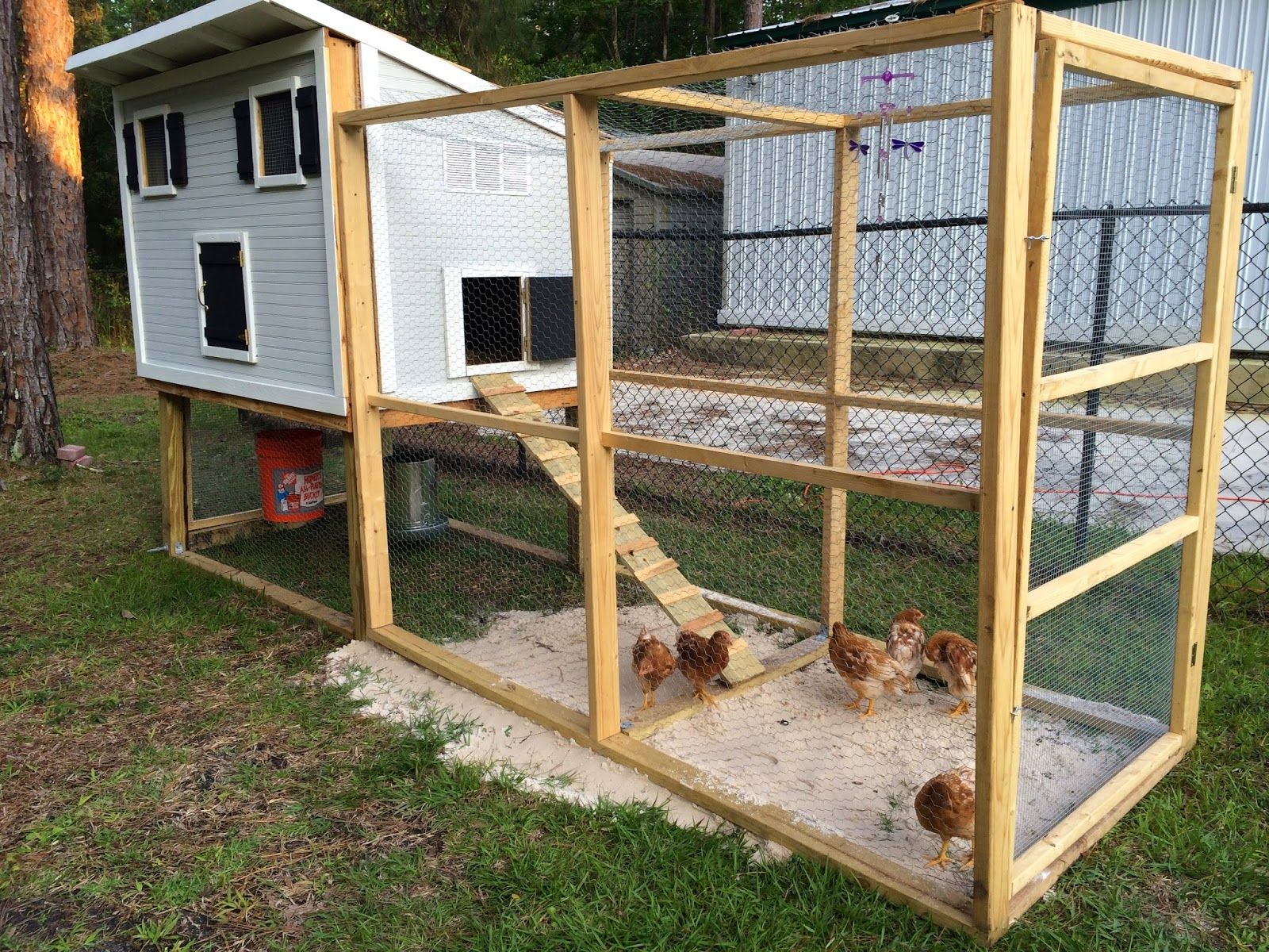 Diy chicken coop fabulously vintage diy pinterest for Small chicken coop blueprints free