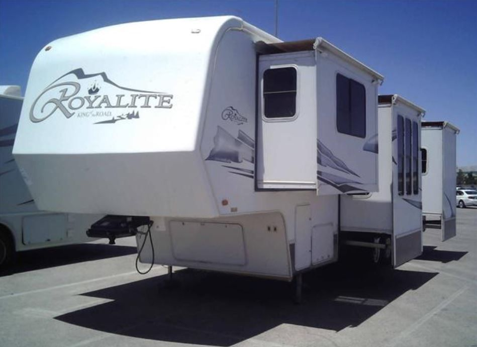 Coming Soon! 2006 King of the Road Royalite 36FL