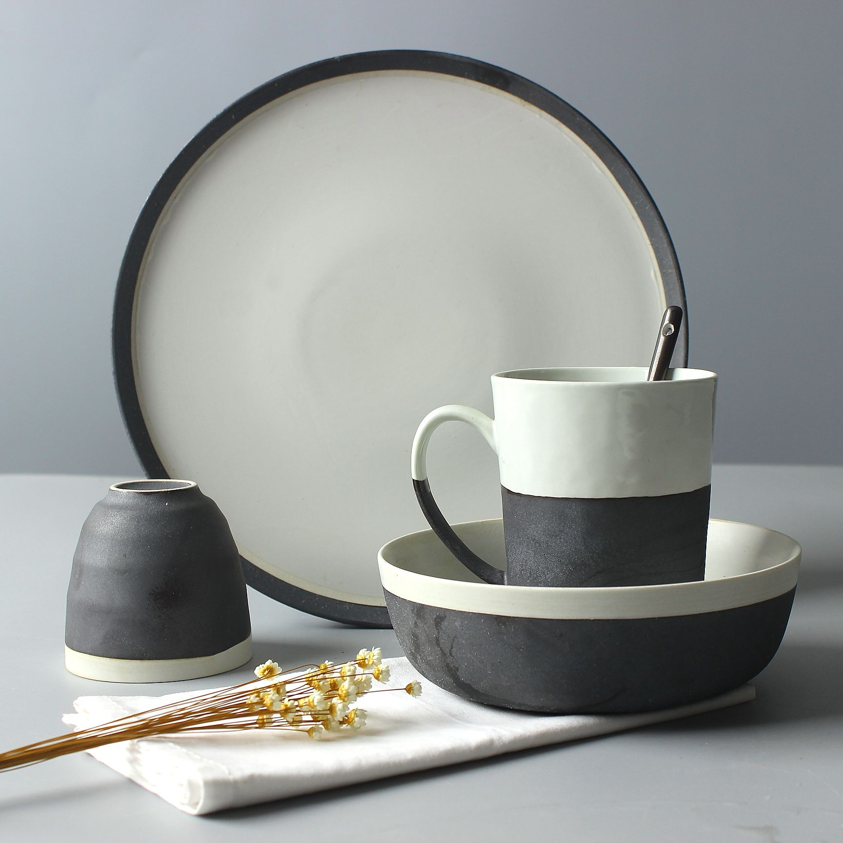 High quality ceramic tableware set japanese style black and white decoration pottery rice noodle salad soup & High quality ceramic tableware set japanese style black and white ...