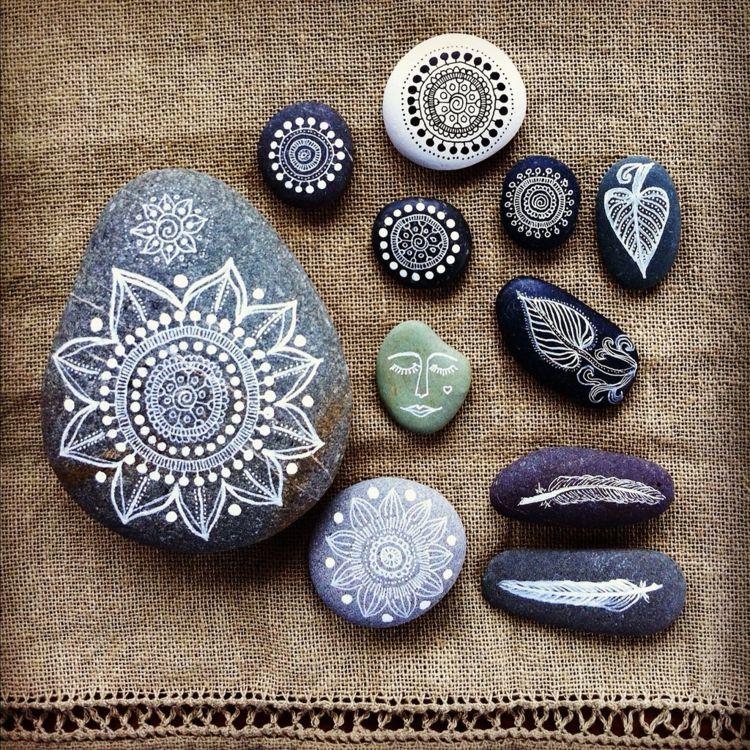 bemalte Steine DIY Ideen Mandala Steine Garten \ Co Pinterest - ideen mit steinen