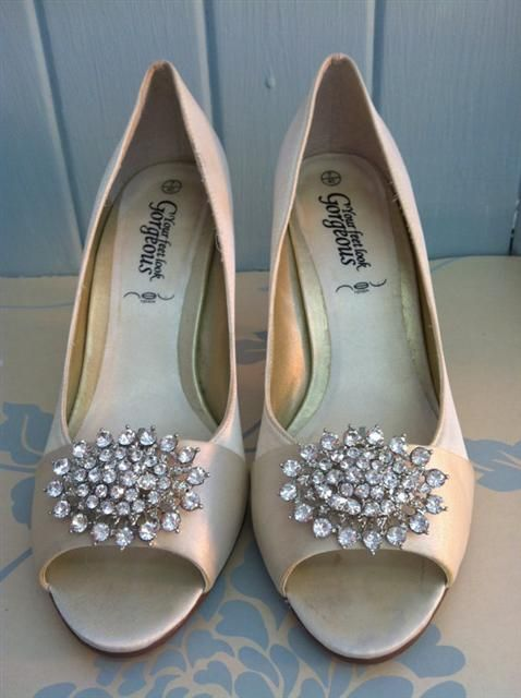 Oval Crystal Cluster Shoe Clips    --------------------------------------------------------------------------------  These Elegant and Sparkling rhinestone shoe clips are PERFECT to add a little sparkle to a bridal shoe or for any special event!    Price £18.95 http://www.prettypinktoes.co.uk/Pages/Crystals.aspx
