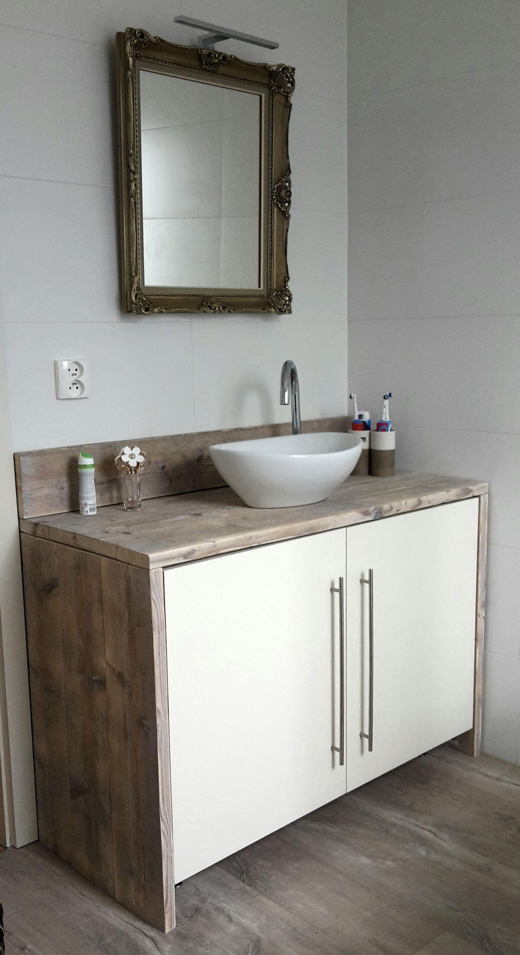 Badkamermeubel uit gebruikt steigerhout en spiegel met LED ...