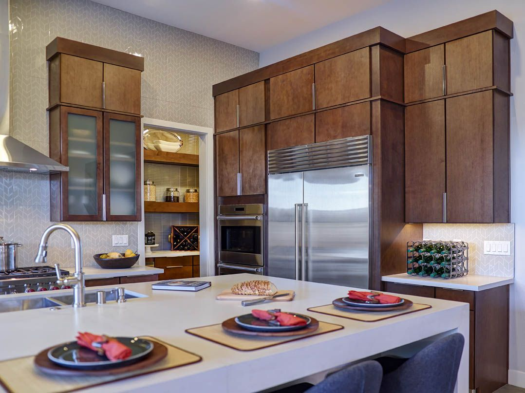 Feel The Warmth In This Kitchen With Mid Continent Cabinetry S Rohe Maple Doors Style In Fi Kitchen Cabinet Styles Modern Kitchen Design Kitchen Cabinet Design