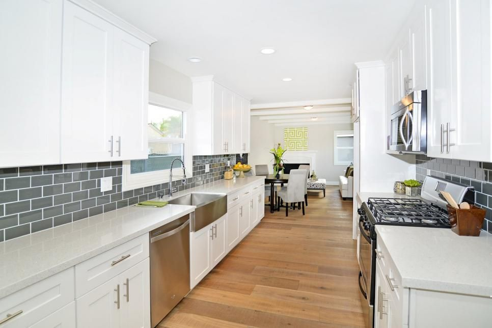 15 Of The Best 39 Flip Or Flop 39 Kitchens Kitchens Countertop And Hgtv