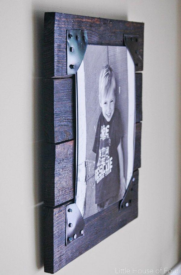 DIY Rustic Pallet Frames   Marcos cuadros, Portarretrato y Marcos