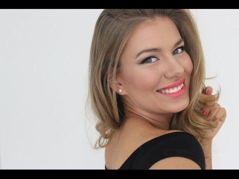 Nella Törnroos esittelee blogissaan ja YouTube-videollaan freshin version klassisesta juhlameikistä vaikkapa naistenpäivää varten. Mukana menossa uusi Avon Super Extend Winged Out -ripsiväri sekä Ultra Color Bold -huulipuna Peony Pop. #AvonMakeup