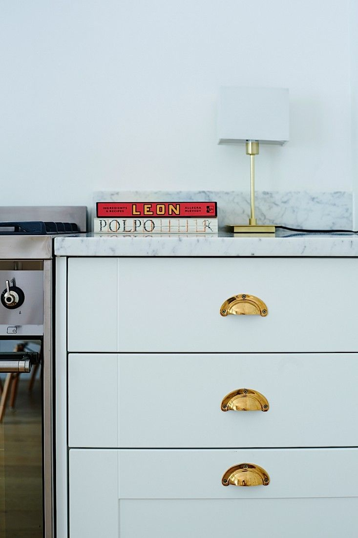 Brass cabinet pulls in kitchen of Isabel and George Blunden London ...
