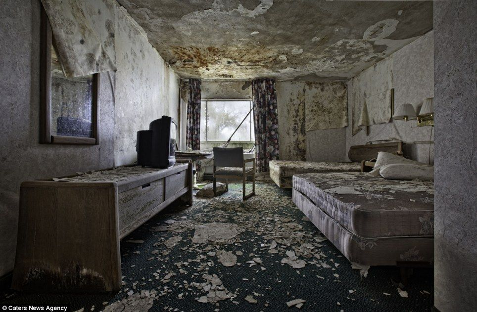 Abandoned america photographer captures haunting images for Chambre 13 paranormal