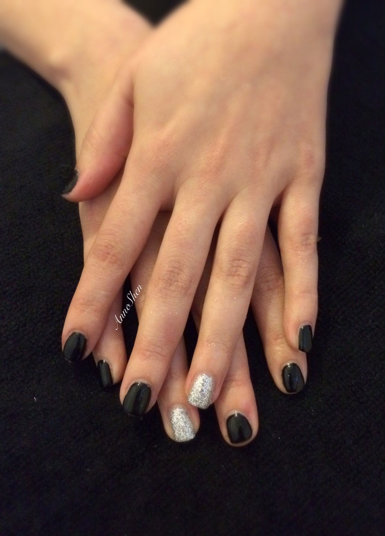 Black Nails With Glitter On Ring Finger Gelnails Gels Glitter Sparkle Black Black Nails With Glitter Black Nails