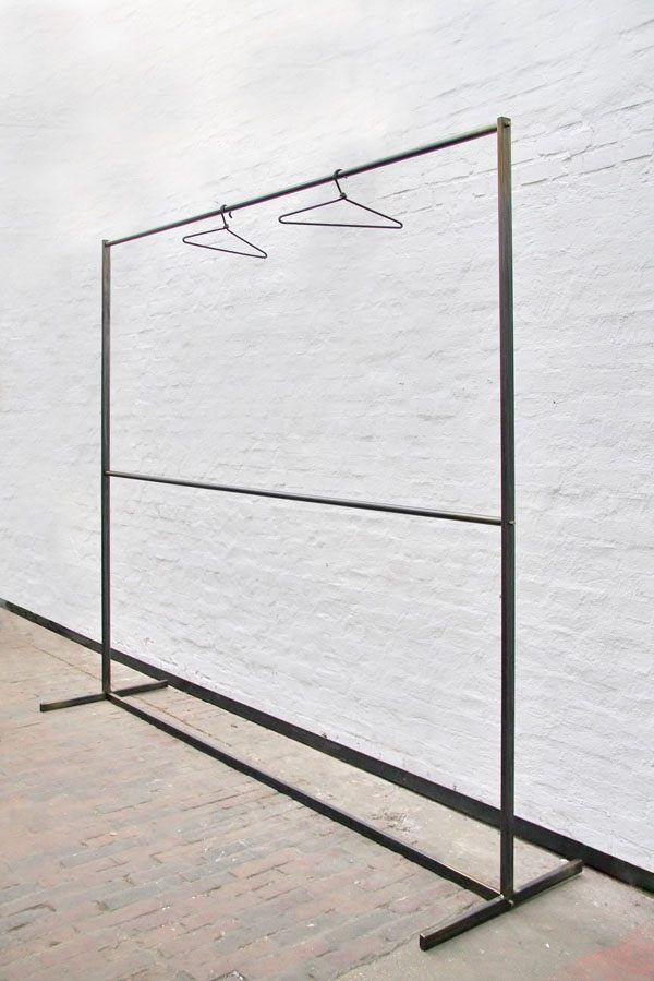 kleiderst nder garderobe oder kleiderstange aus stahl. Black Bedroom Furniture Sets. Home Design Ideas