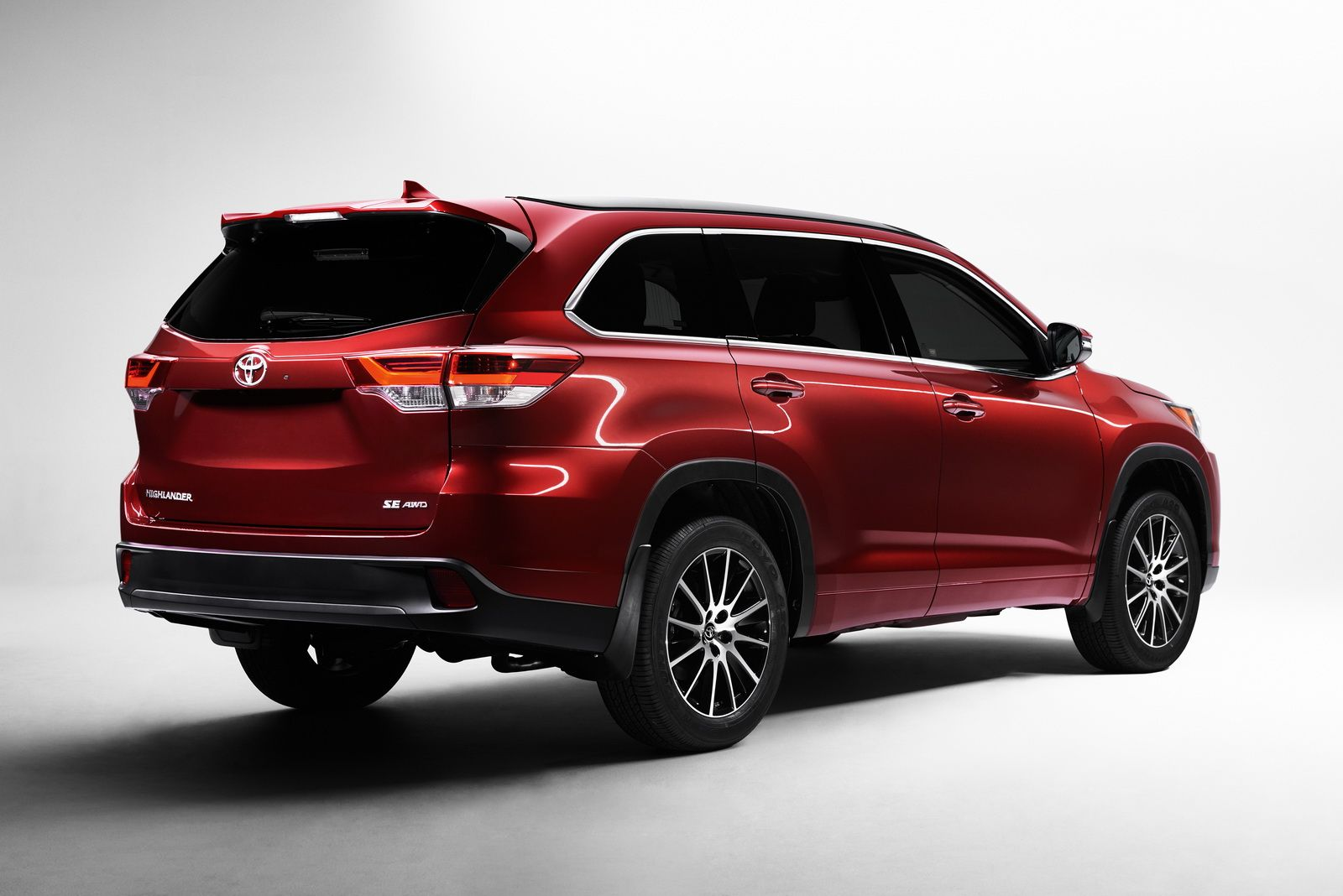Toyota slaps a new face on 2017 highlander gives it more grunt too