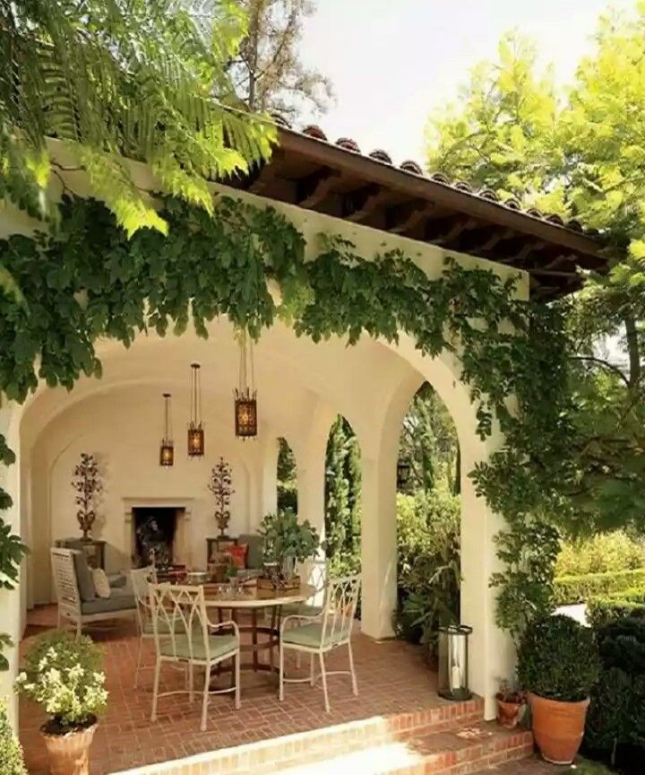 Home Design: Spanish Garden, New England