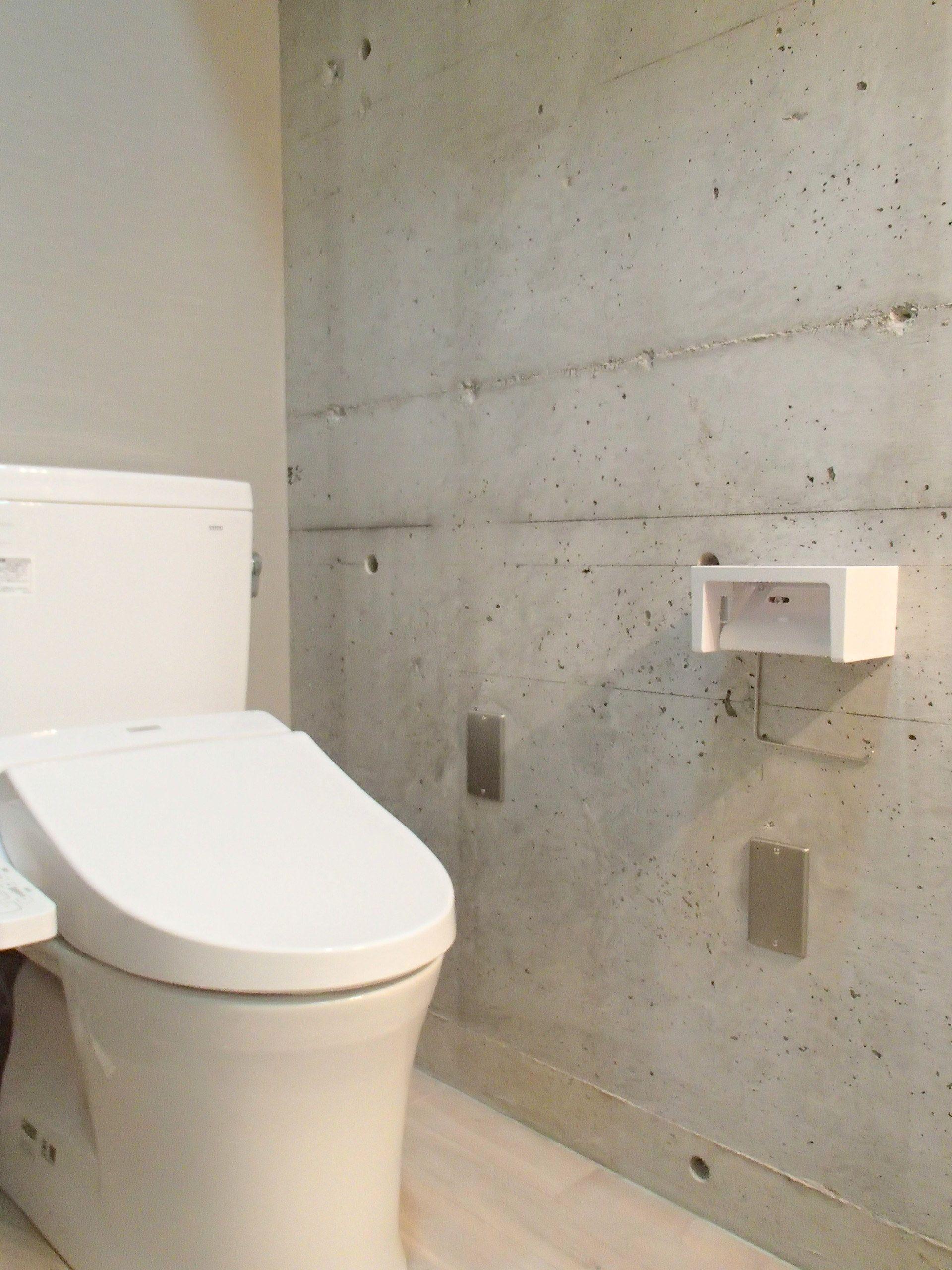 打ちっぱなしの壁のトイレ 清潔感のあるトイレです コンクリート風