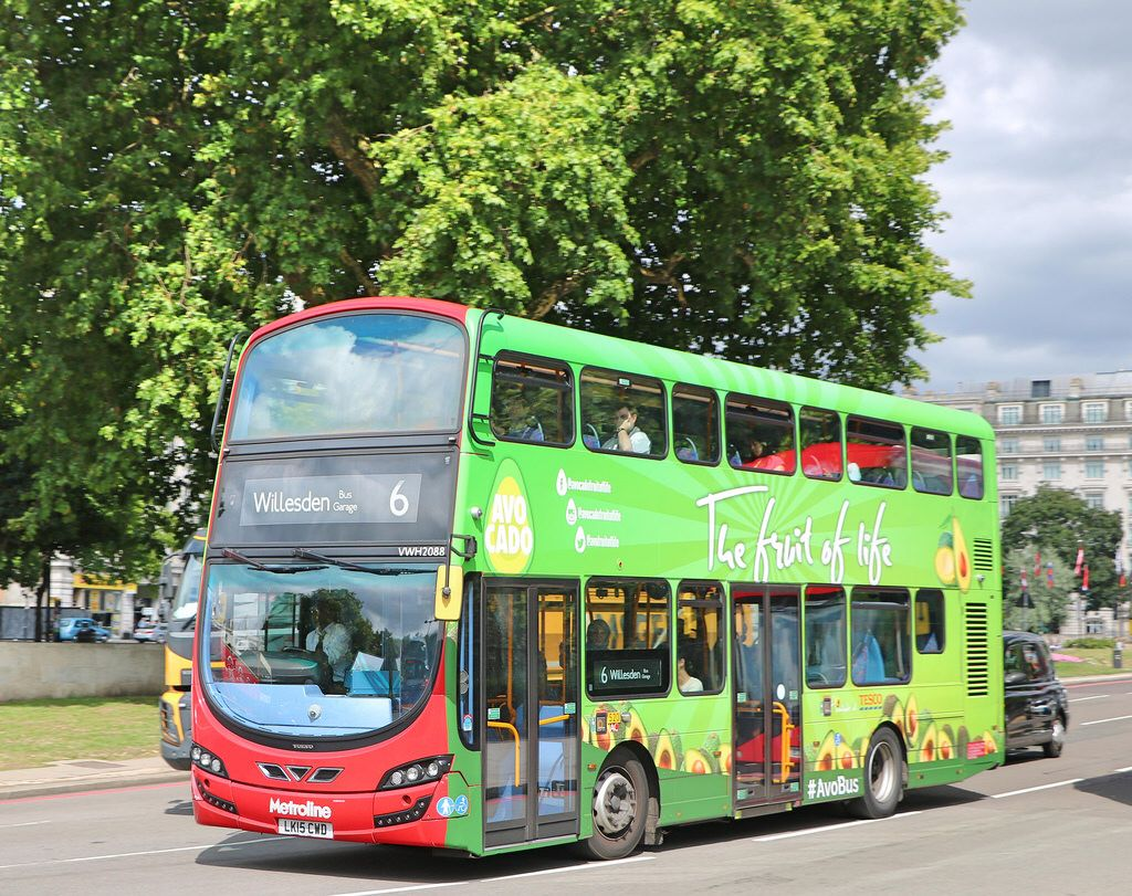 Metroline Vwh2088 Lk15cwd Avobus With Images London Bus Bus Avo