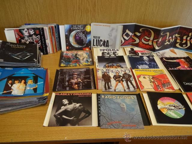 CARÁTULAS SUELTAS. GRAN LOTE DE 190 CARÁTULAS DE CD-ÁLBUM + 50 DE CD-SINGLE. MUY VARIADO.