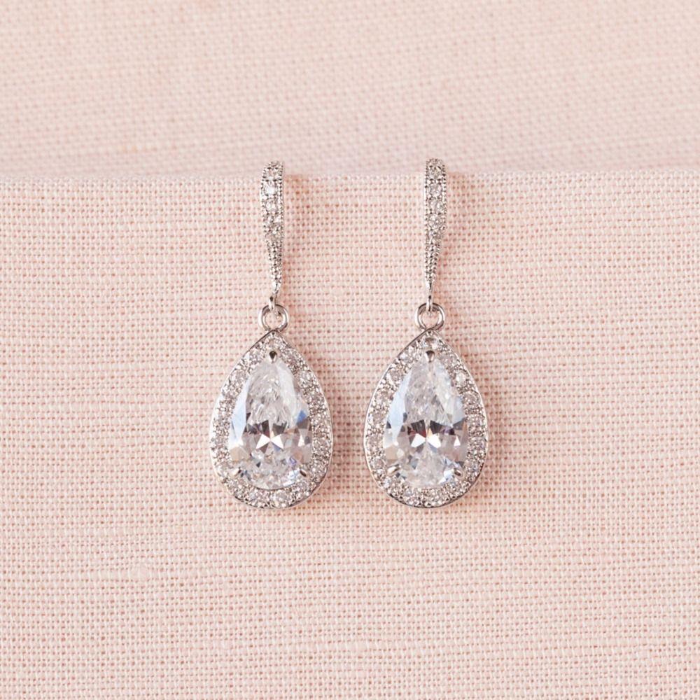 Drop crystal bridal earrings are sooooo PRETTY