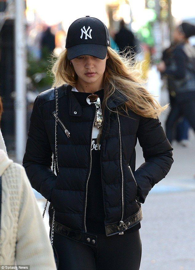 Gigi Displays Her Taut Stomach In Instagram Snap Cap Outfits For Women Cap Outfit Baseball Cap Outfit Casual