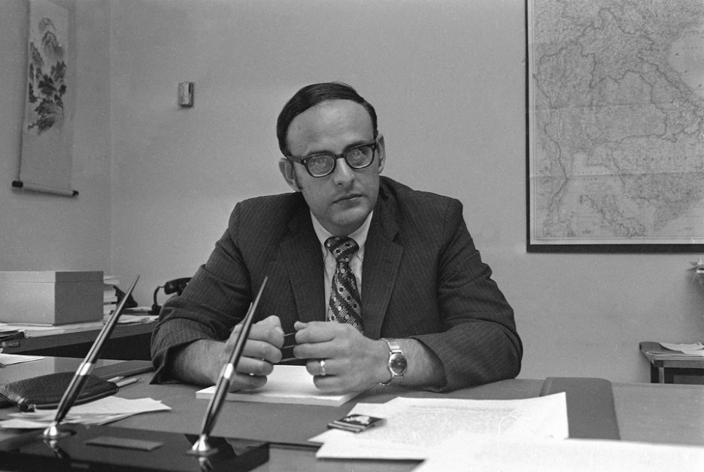 Leslie H. Gelb at the Brookings Institution office in 1971
