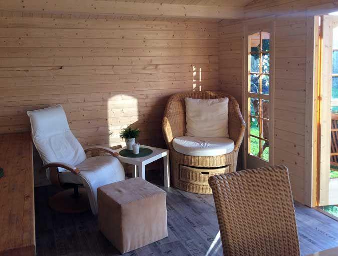gartenlaube innen gestalten pin auf kleines gartenhaus im großen stil