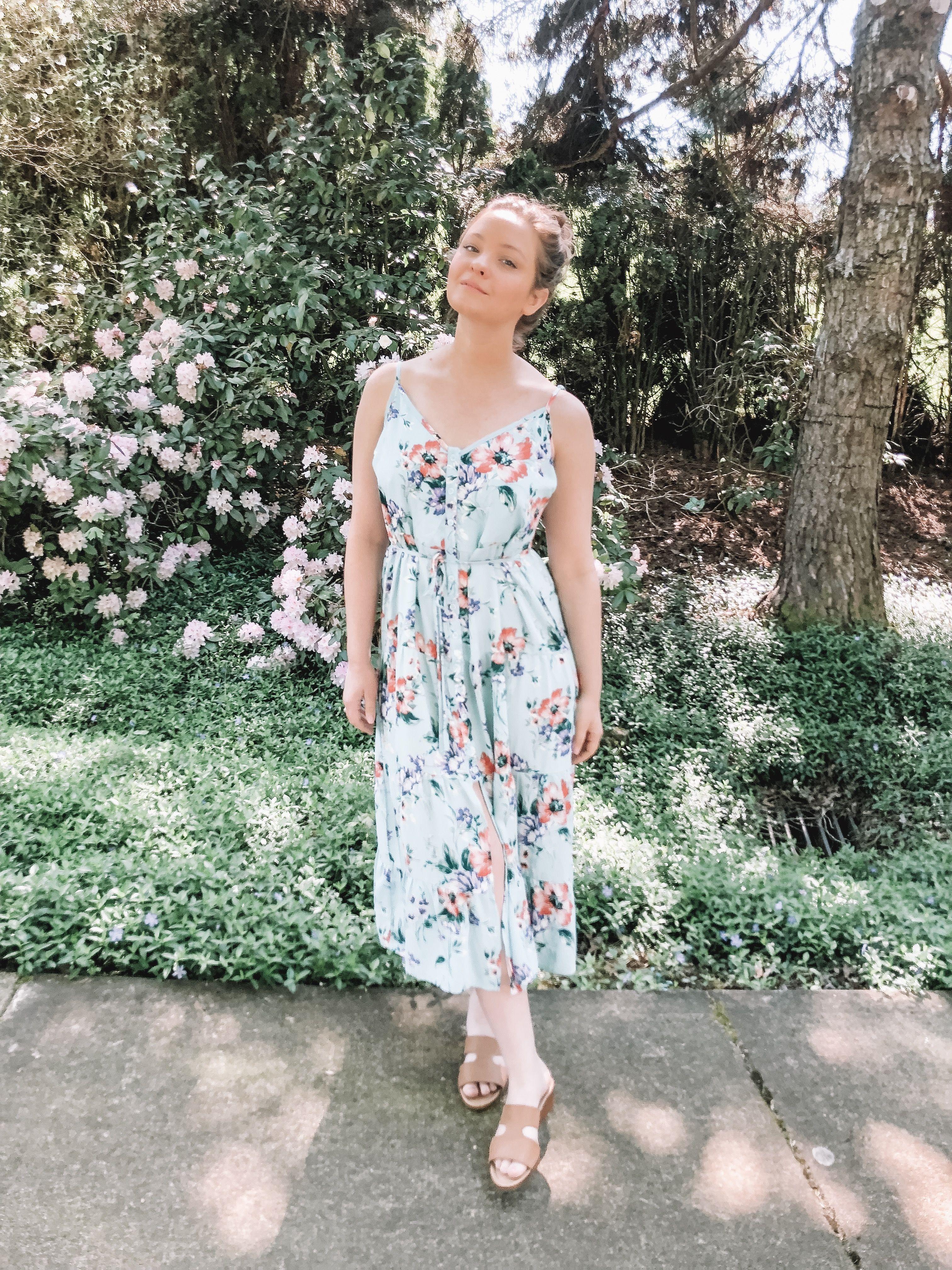 Blue Floral Dress From Target Floral Blue Dress Dresses Floral Dress [ 4032 x 3024 Pixel ]