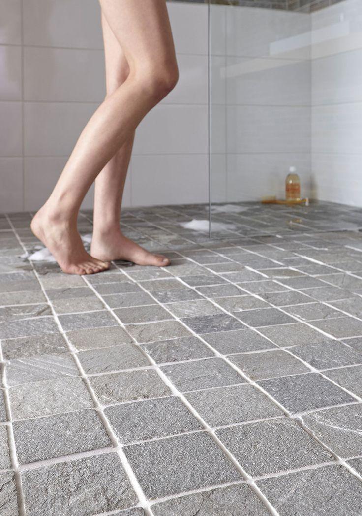 Ce carrelage de sol de salle de bain en pierre de schiste for Carrelage sol pierre