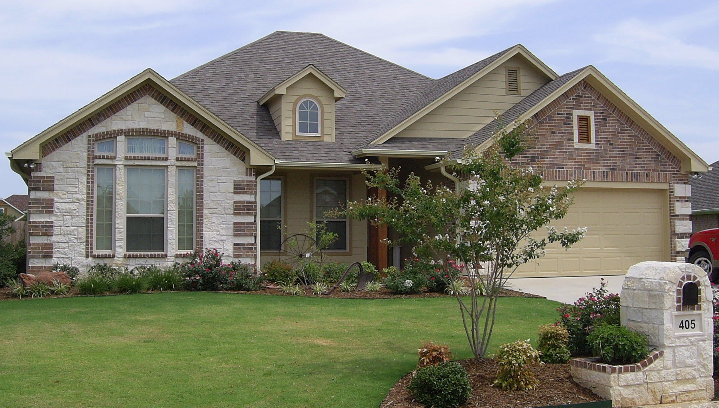 Rock and Brick Combinations | Brick and Stone Exterior Combinations  http://shawncarpenterhomes.
