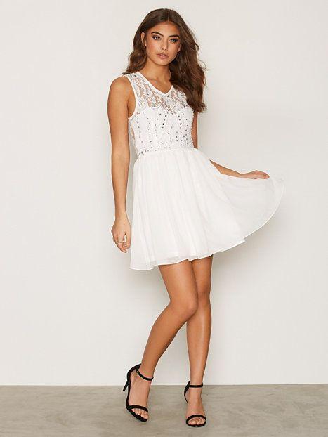 32e326802e85 Sweetheart Neckline Skater Dress nelly buy