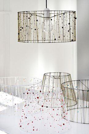 lampenschirm f r stehlampe selber machen mit ketten und perlen verziert lampmakeover lamp. Black Bedroom Furniture Sets. Home Design Ideas