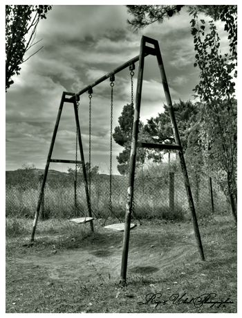 swings-looks like the one my daddy built for me in the '50's
