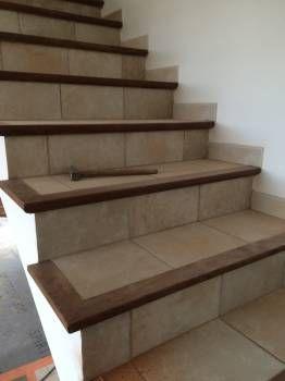 Renovation D Un Escalier Carrele Avec Nez De Marche En Bois En Beton Cire A Concarneau Escalier Carrele Nez De Marche Escalier Carrelage