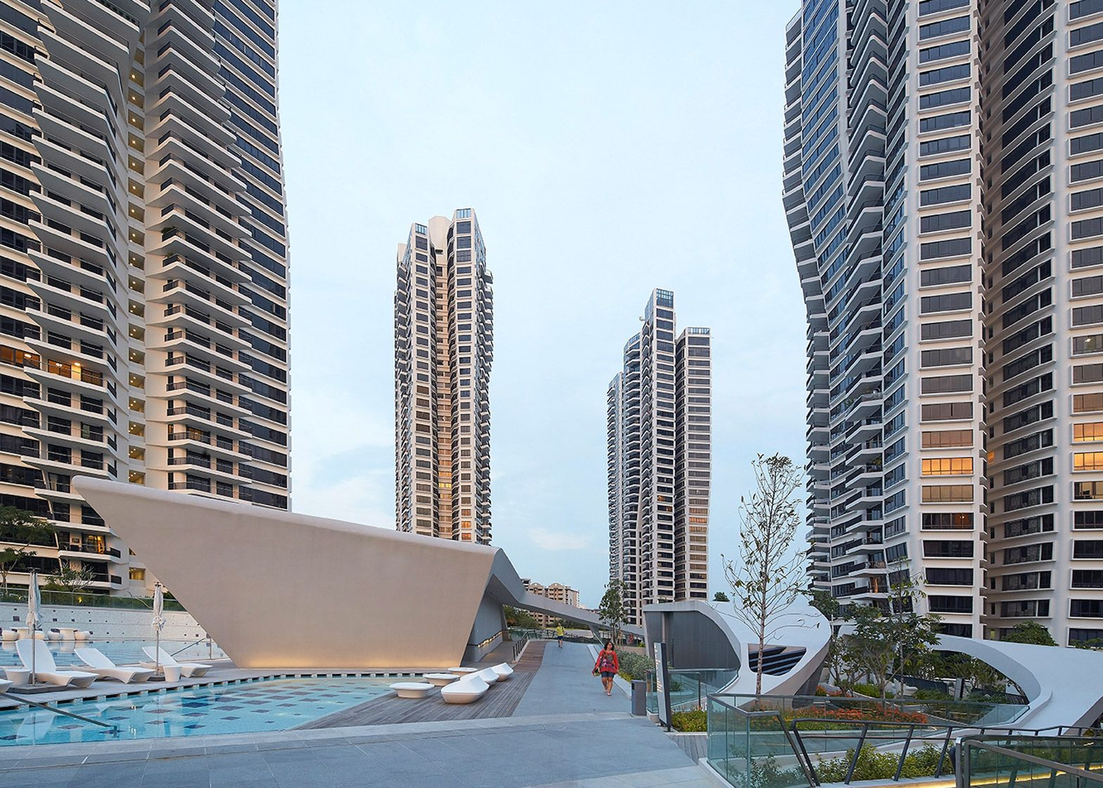 Zaha hadid 39 s d 39 leedon in singapore has towers with petal for Architecture firms in singapore