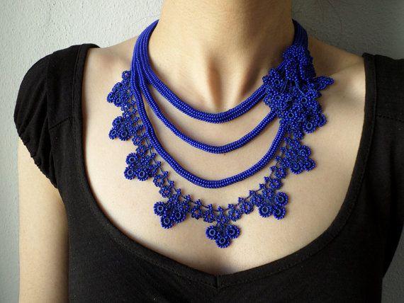 Collar de ganchillo con cuentas declaración con azul cobalto y zafiro azul…