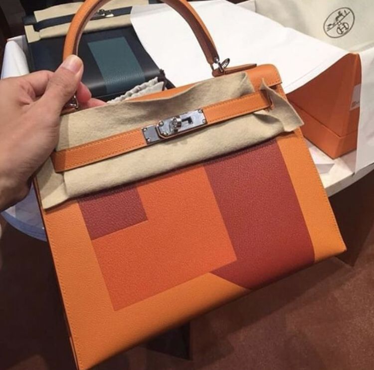e305d4307383 Hermès Kelly 28 lettre R orange