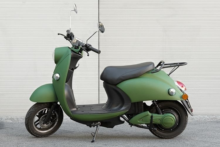 Vespa Electric Scooter >> This Vespa Like Scooter Runs On An All Electric Drivetrain