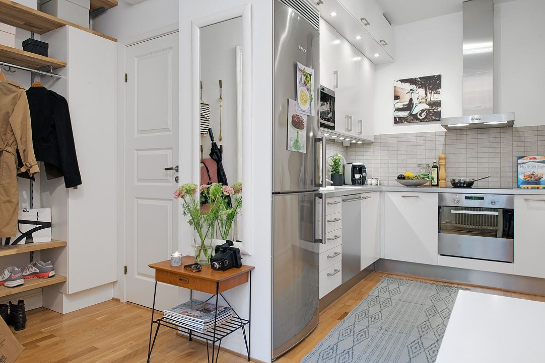 Small areas of the day: 35m ² very feminine  This studio with a kitchen has adopted feminine colors, and a special softness in a well appointed space where the kitchen hasn't to be ashamed of its size  and is in tune with the hallway.