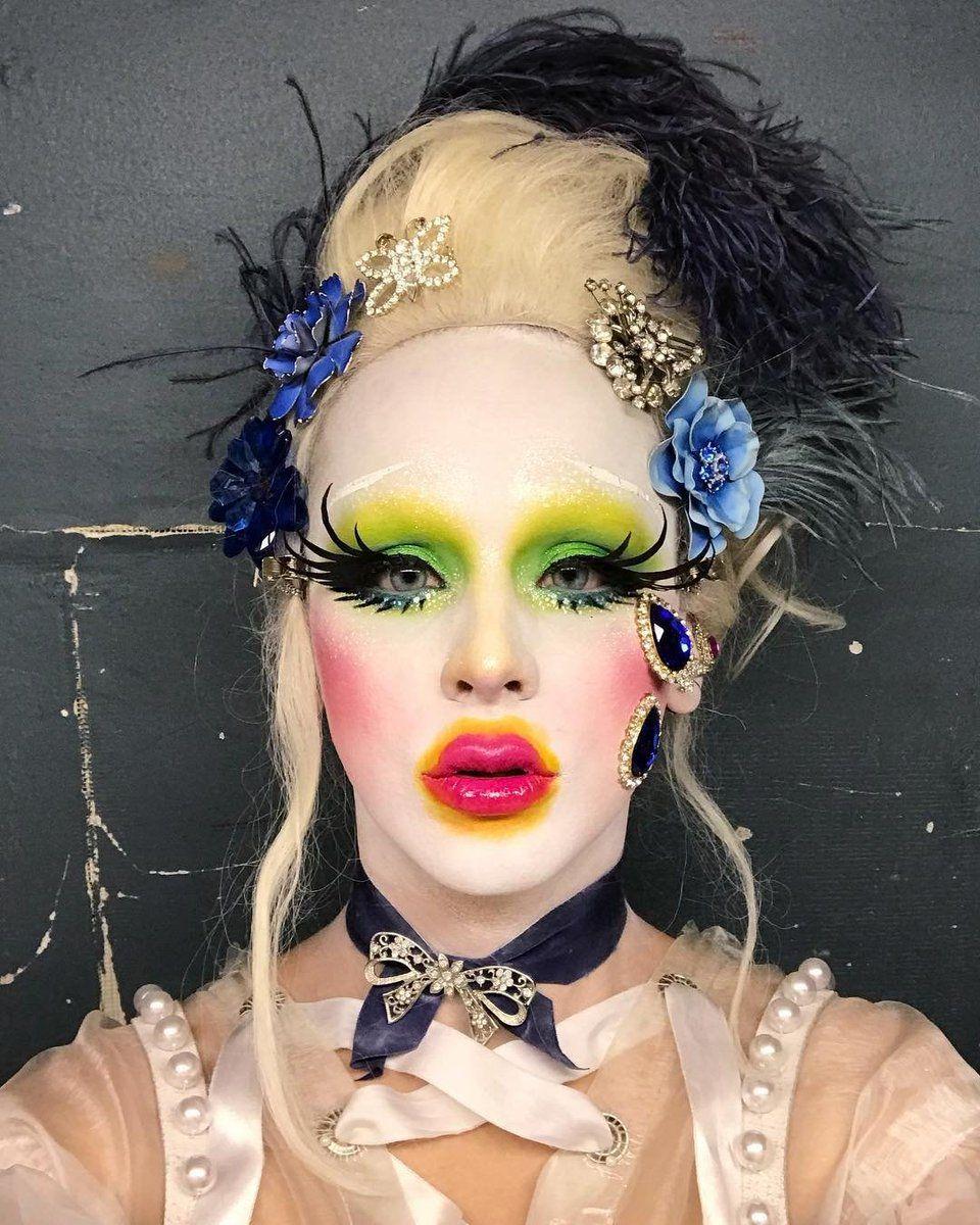 Makeup tutorial using MAC club eyeshadow and blue brown