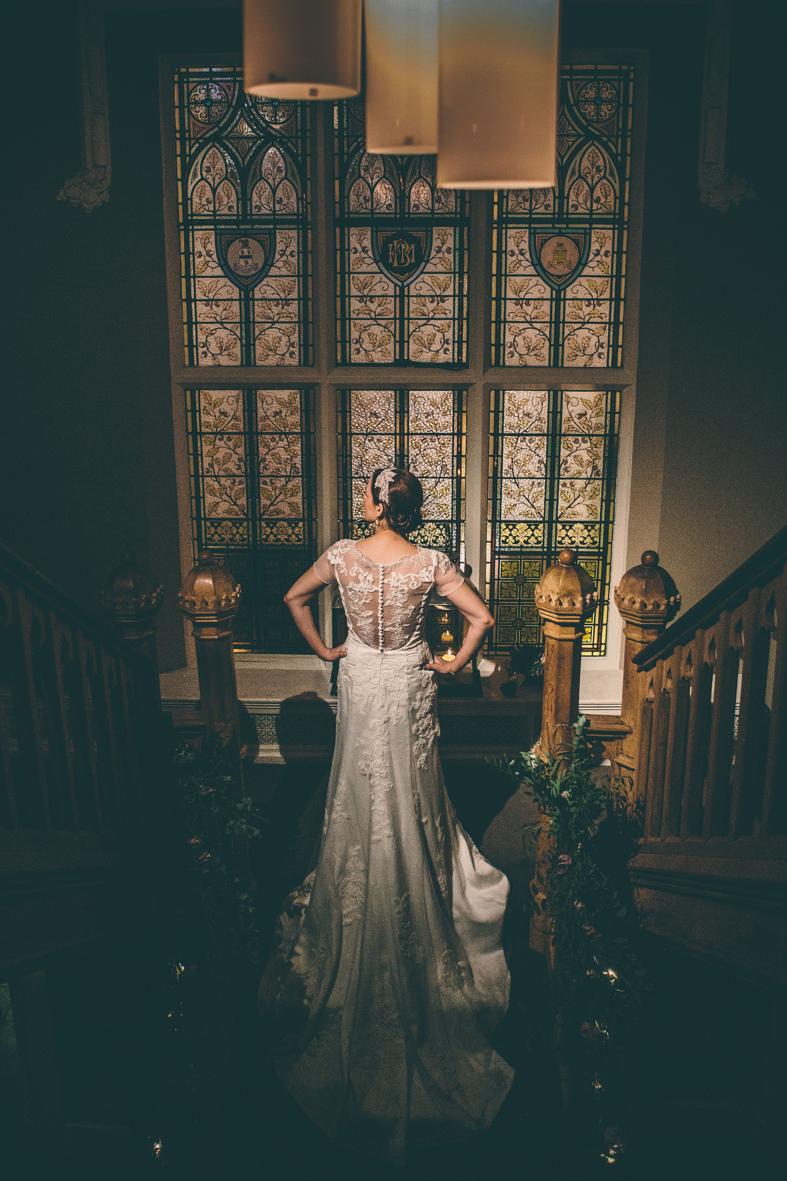 Emma ❤️ #realbrides #LOVEBridalBoutique #LOVEBridalBoutiquebrides #didsburyhouse  #miamia #clematis #christmaswedding Photography @jonnydraper