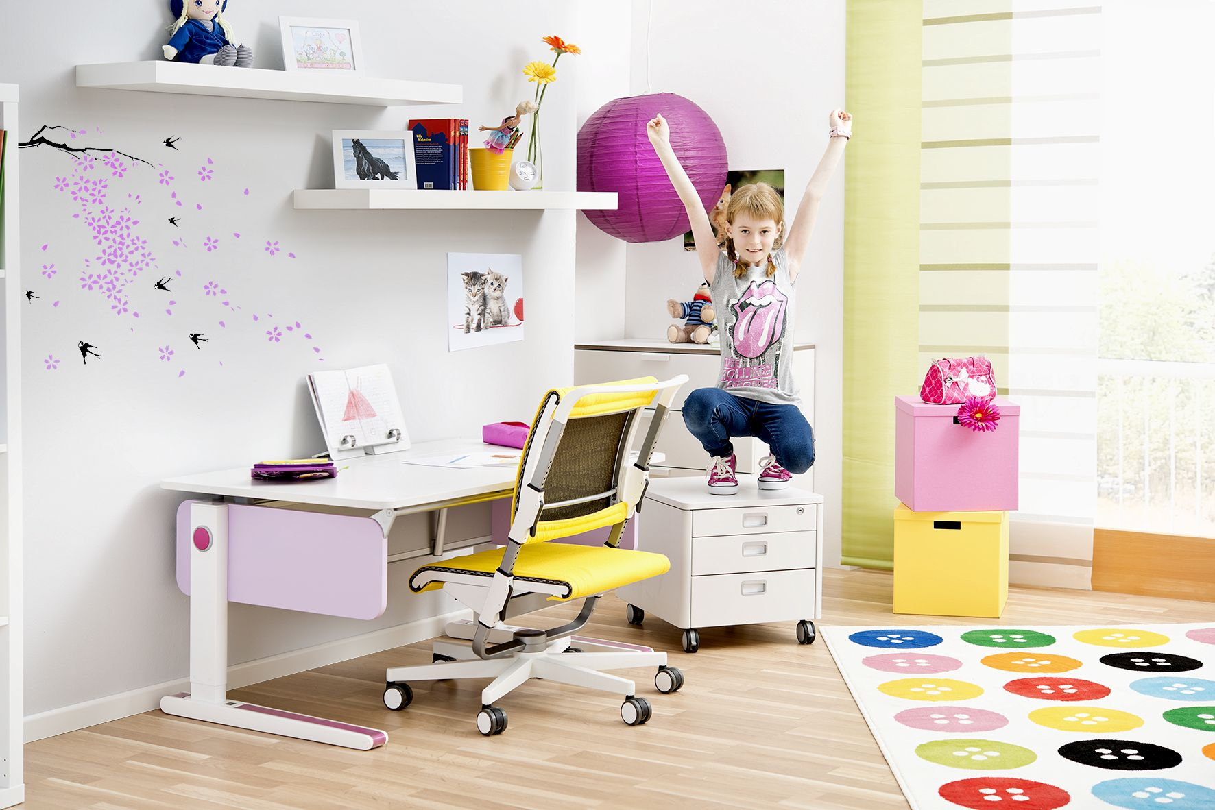 The moll Champion kids desks in colourful style Arm