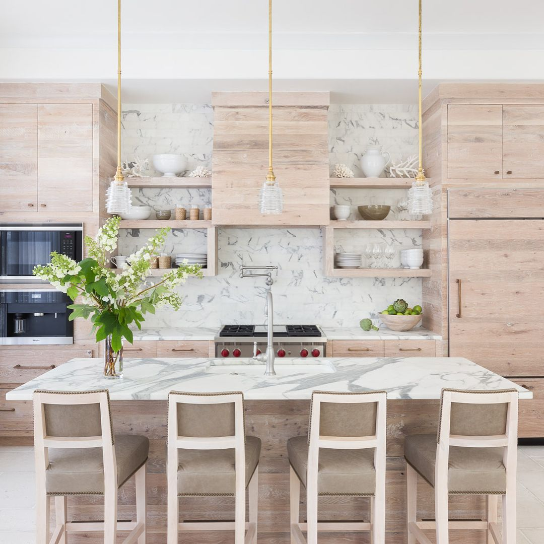 We can't decide on a favorite space in this home. Can you? Swipe through the photos above, and tell us which one you love the most in the comments below—it's tough to choose, we know. | design: @chelsearobinsoninteriors; photo: @alyssarosenheck