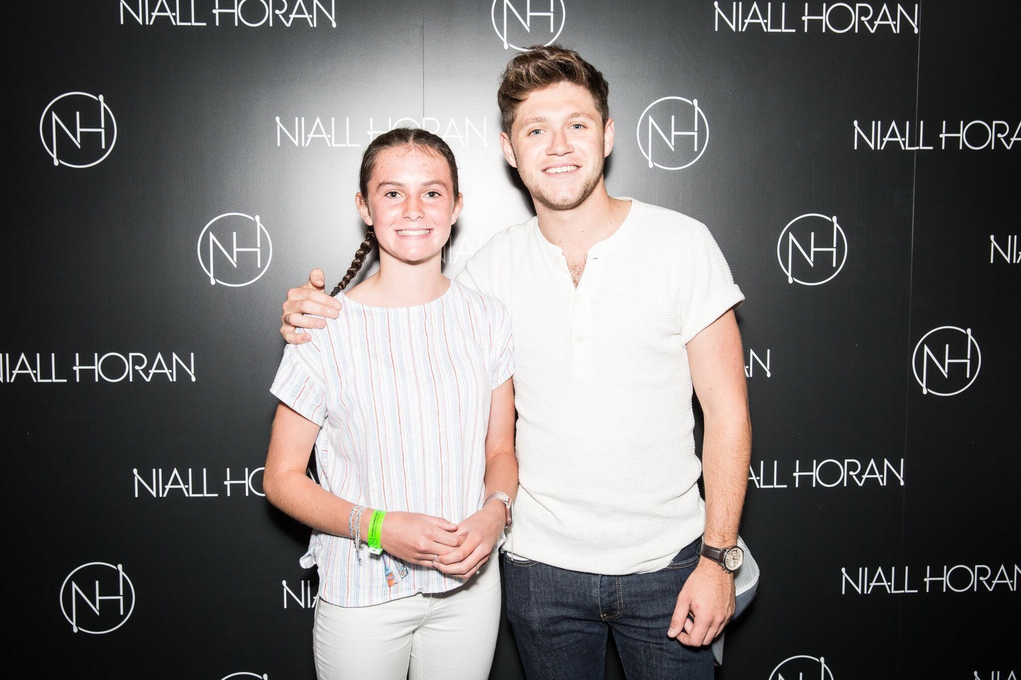 August 31 niall with fans at the flicker sessions london meet n august 31 niall with fans at the flicker sessions london meet n greet kristyandbryce Choice Image