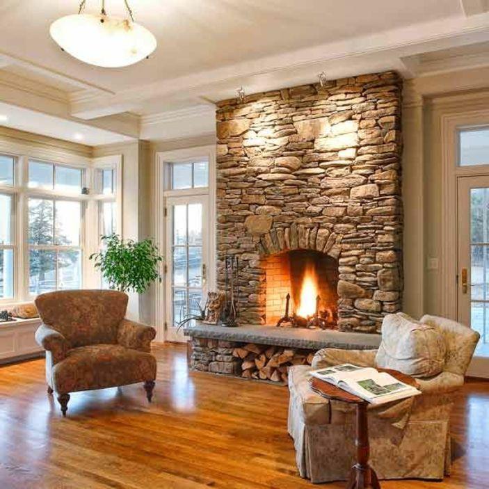 gemtliches wohnzimmer mit zwei sesseln und einem steinkamin - Steinkamin