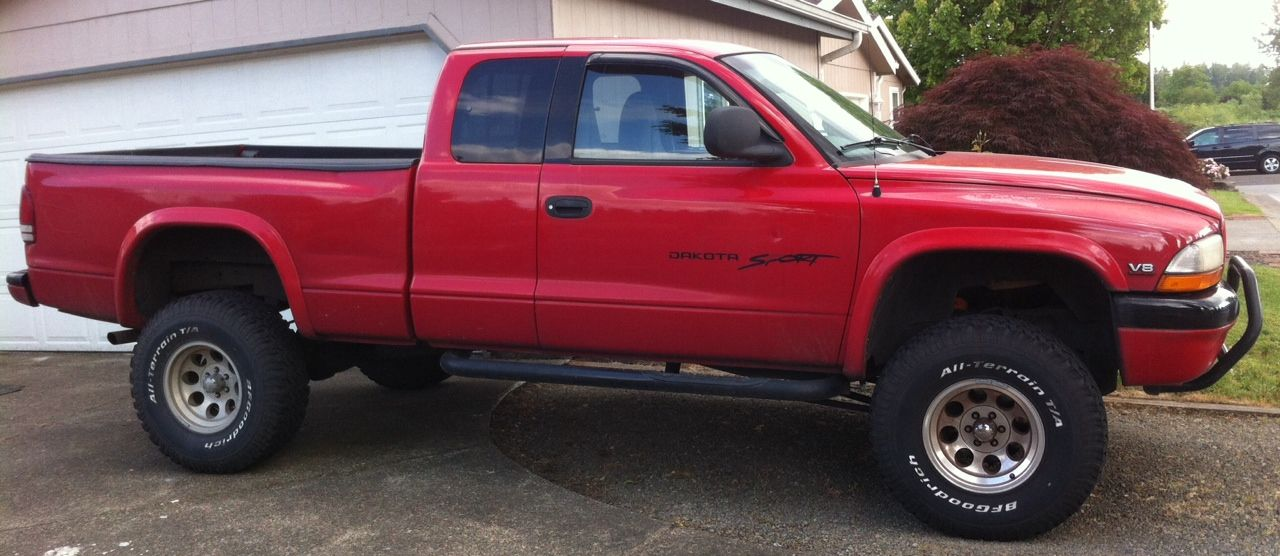 Lifted red 1998 4x4 Dodge Dakota Sport 5.2 L with 33/1050