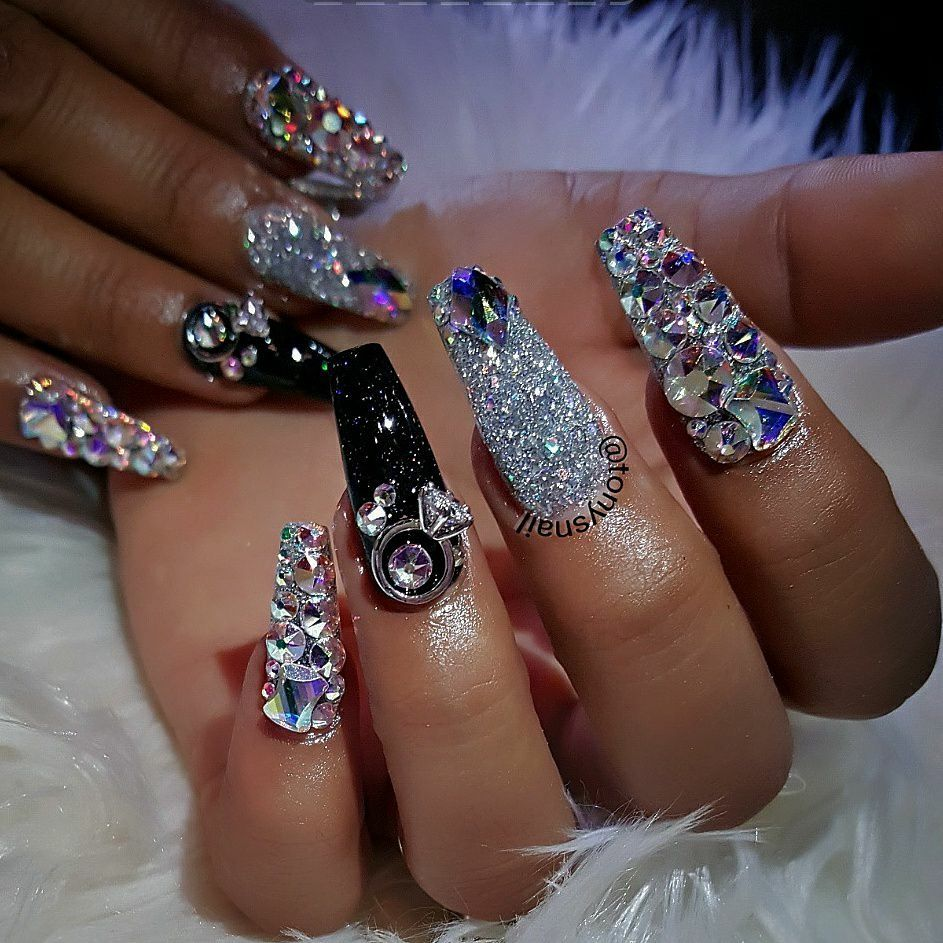 RICH looking nail art with tons of bling! Pretty! | ideas de unas ...