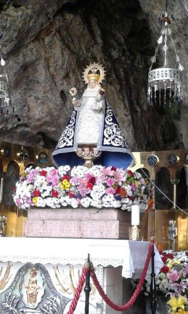 La Virgen De Covadonga Ye Pequeñína Y Galana Virgen De Covadonga Foto Del Mundo Lugares De España