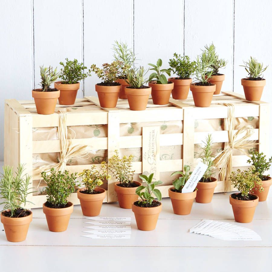 A gorgeous green table display and a way to thank your guests for ...